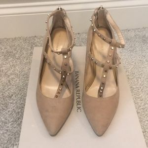 Banana Republic suede studded heel in size 7M